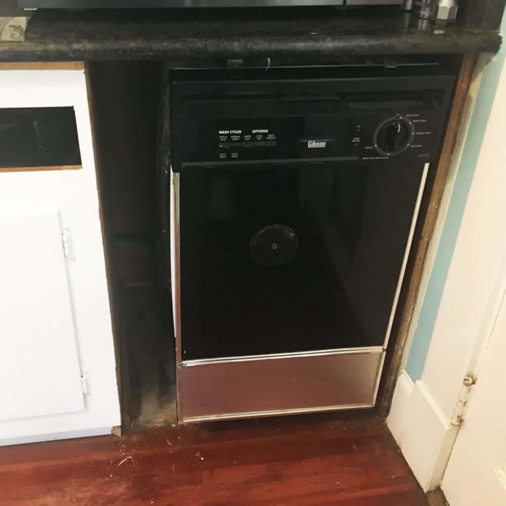 Dishwasher spacing
