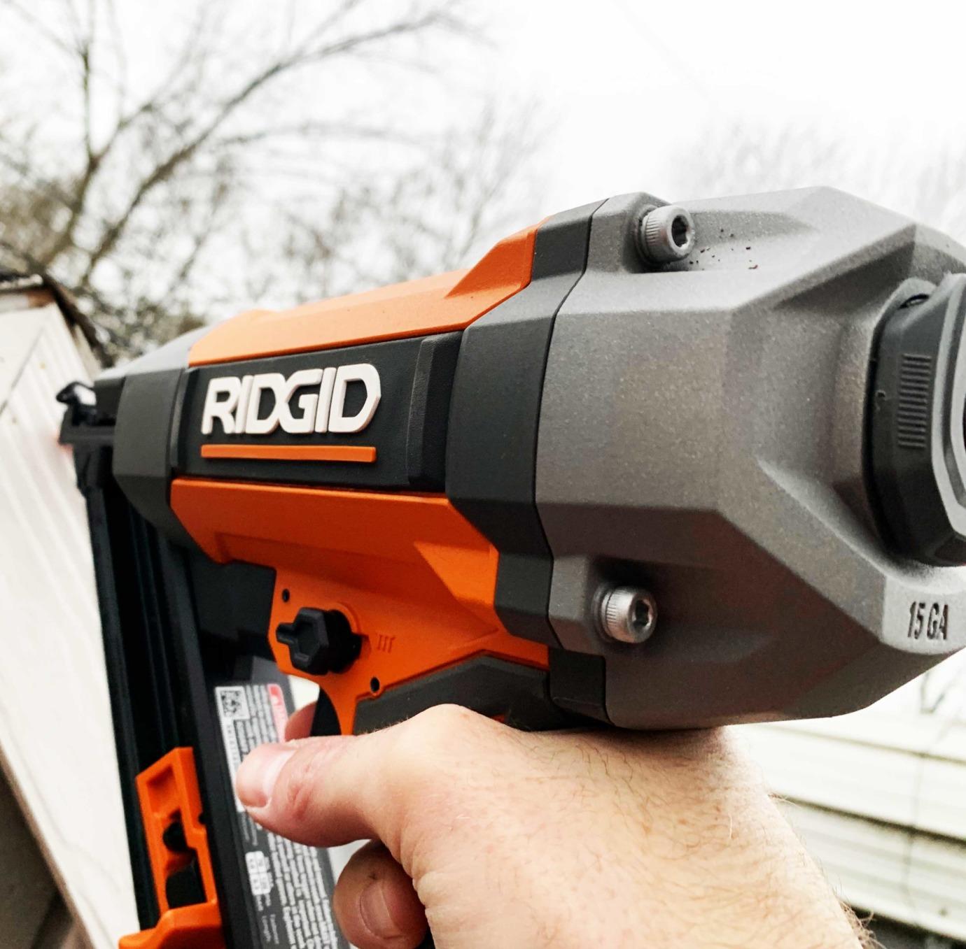 RIDGID 15 Gauge Nail Gun