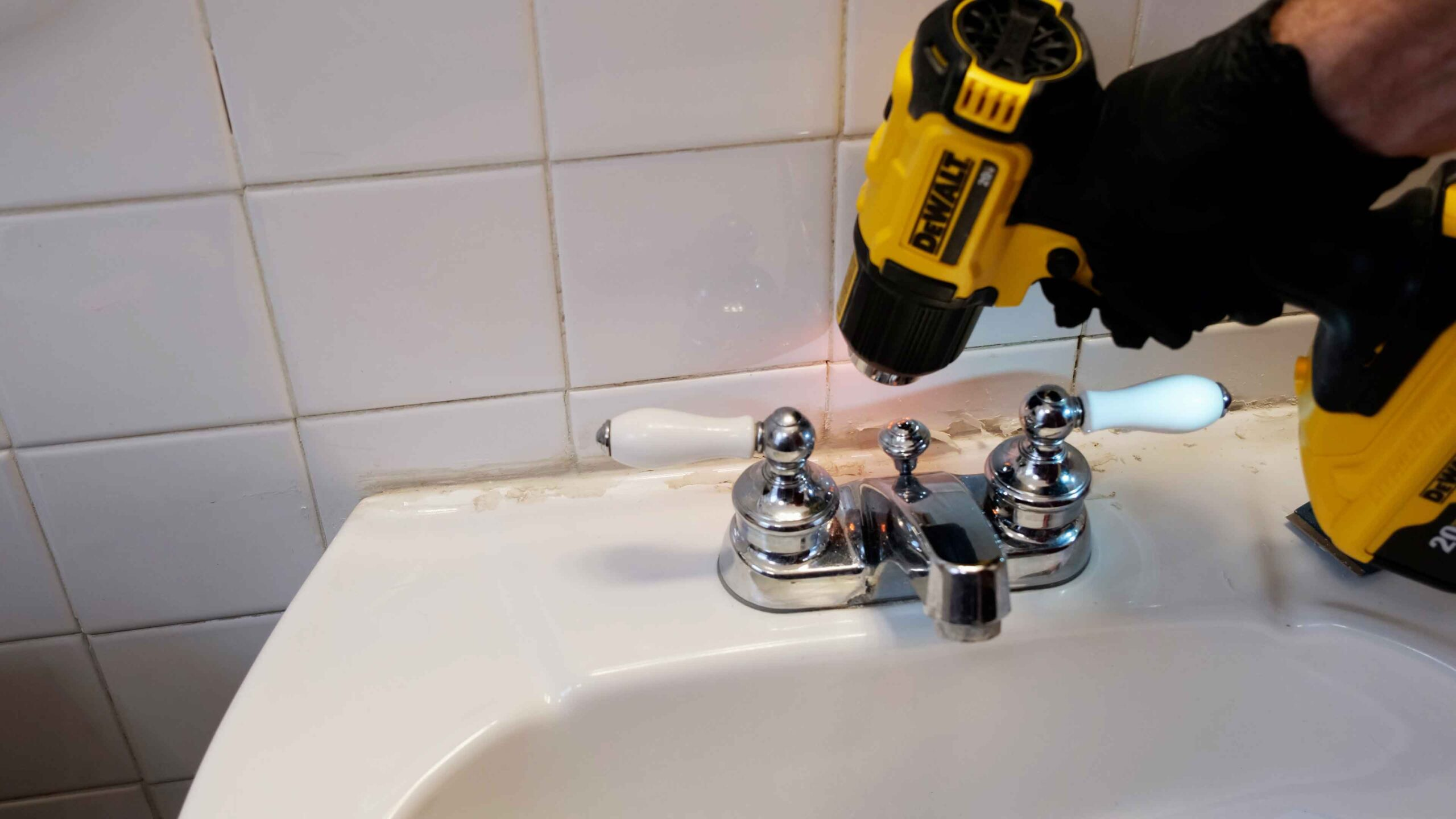 DeWALT Heat Gun Caulk Repair